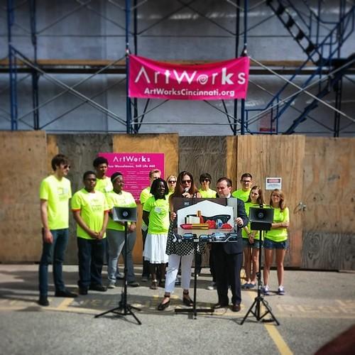 Mayor @JohnCranley was just outside of @Deskey unveiling the latest @ArtWorksCincy @ArtWorksCreate mural...