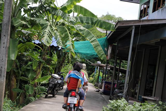 Taking a motorbike about Ko Kred