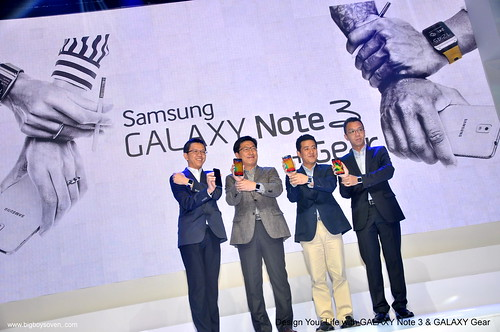 Samsung Galaxy Note 3 and Galaxy Gear 1