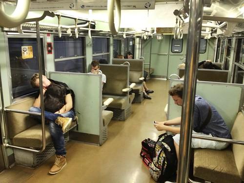 Le train vers Iwakuni a parcouru son trajet tranquillement
