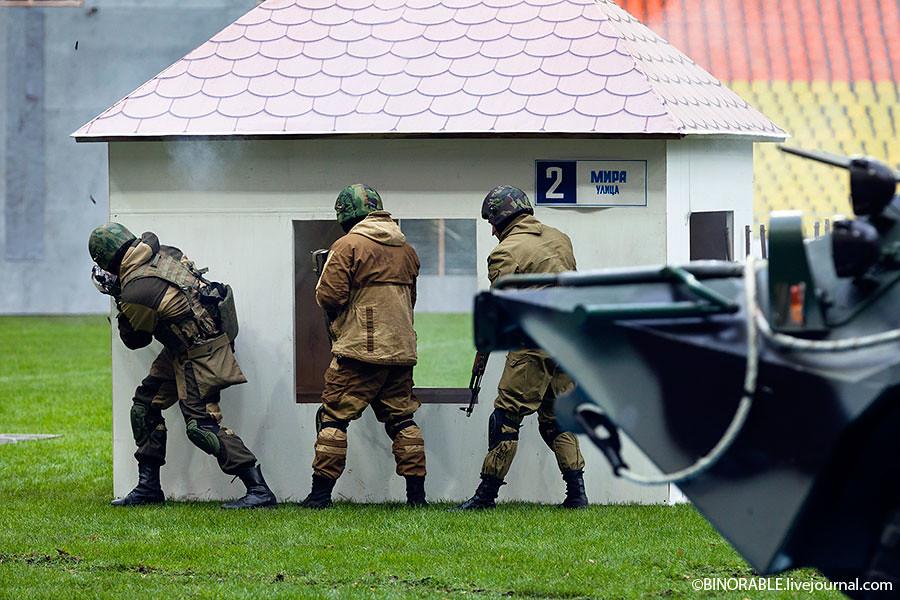 День московской полиции в Лужниках ©binorable.livejournal.com