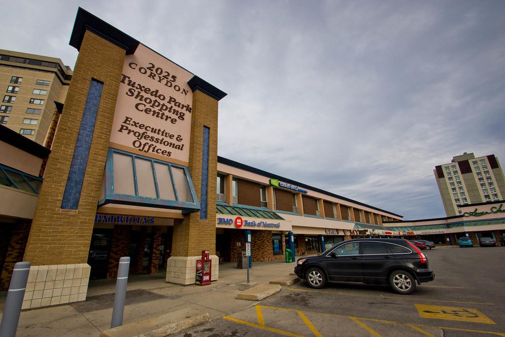 Tuxedo Park Shopping Centre