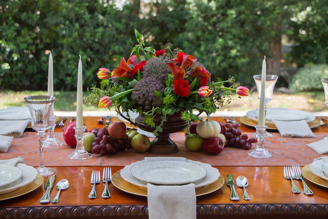 """Your Chic Table""- Beautiful Holiday Tables Made Easy"