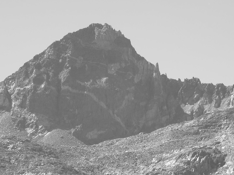 mountain with frowning face near rae lakes