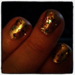 Gold and glitter make me happy. #sparklynails, #shoppingwithbrit, #paperinspiration
