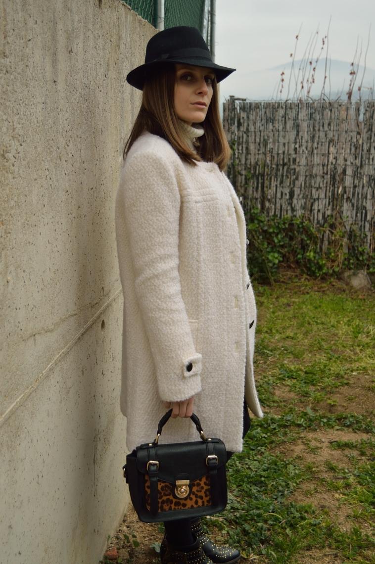 lara-vazquez-style-hat-white-coat-leopard-bag-chic-look