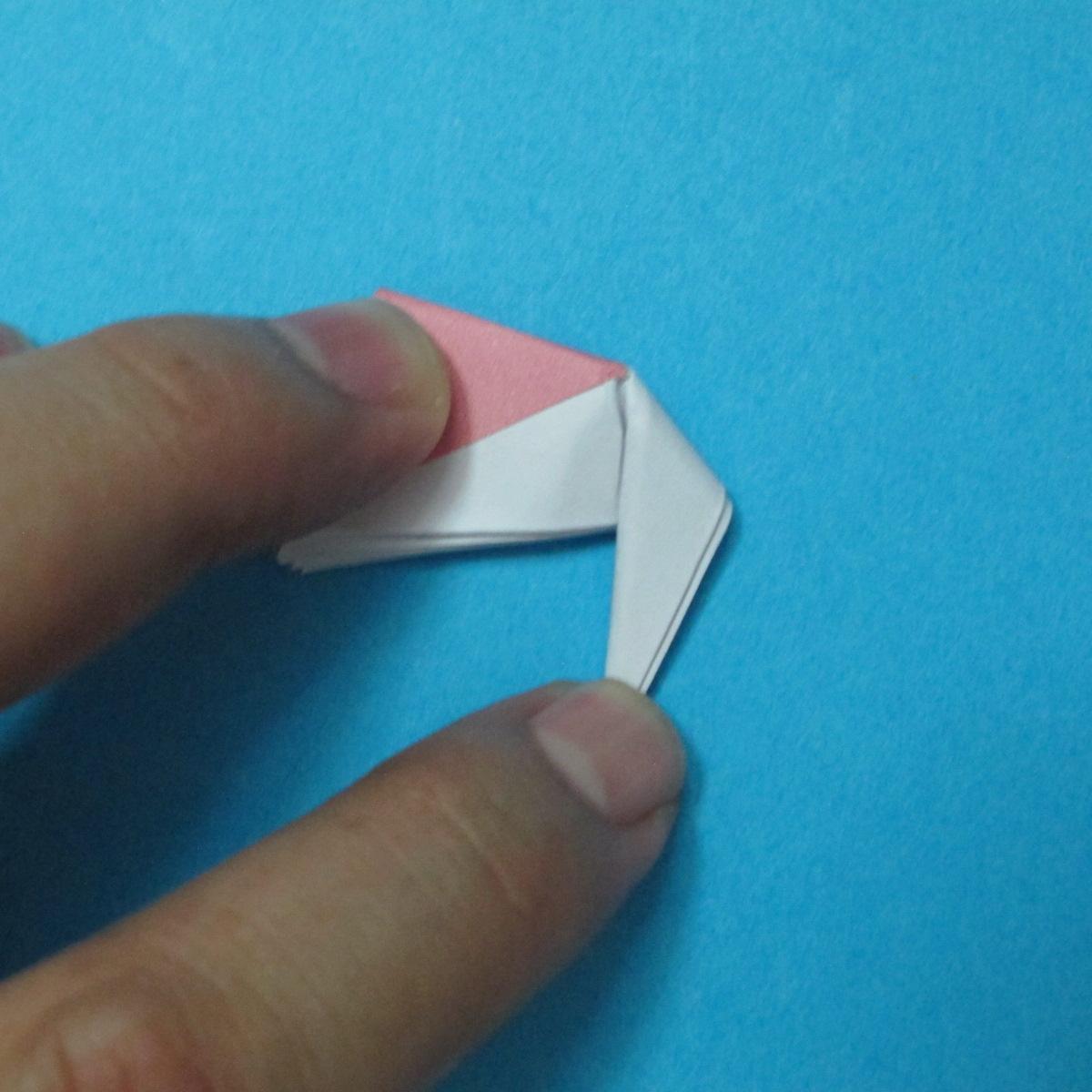 วิธีการพับกระดาษเป็นดอกไม้แปดกลีบ 015