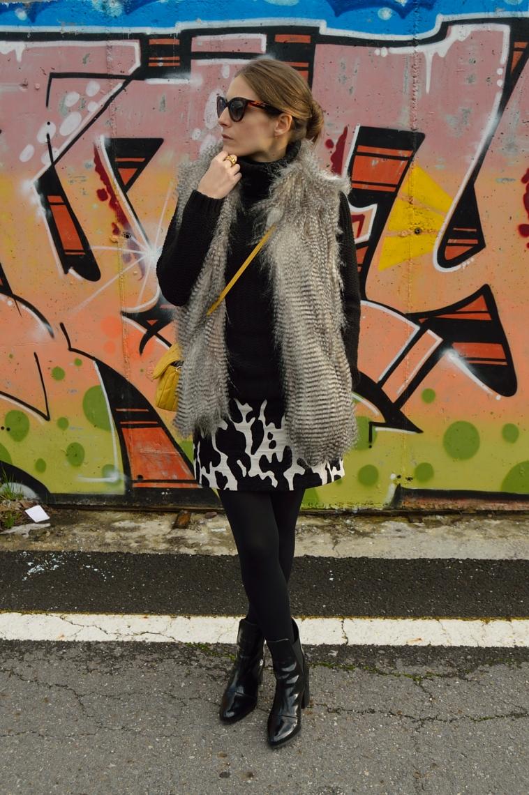 lara-vazquez-madlula-blog-furry-animal-pattern-black-look