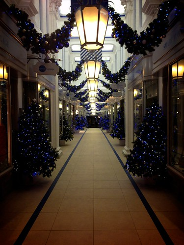 <p>Christmas in Piccadilly, London</p>