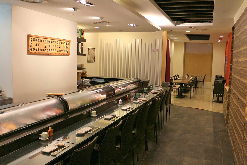 Santaro Hinoki has a long sushi bar