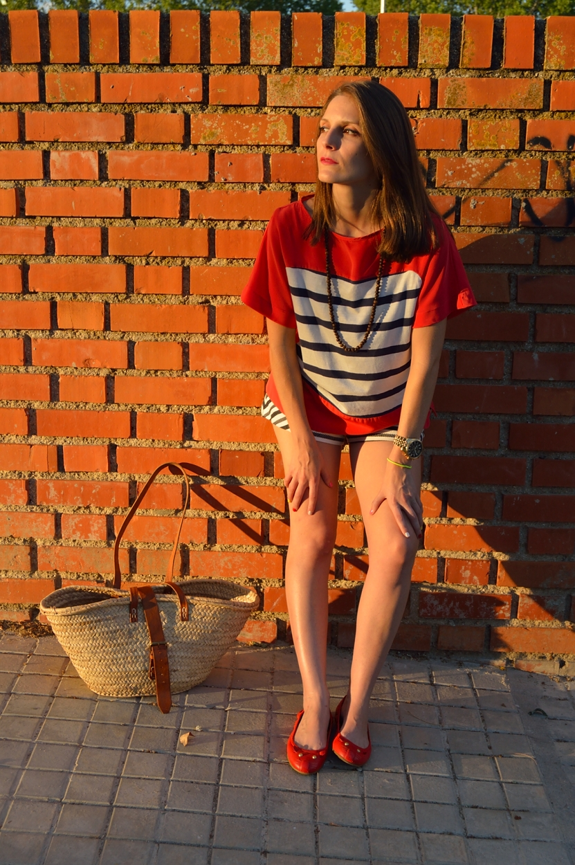 lara-vazquez-madlula-blog-style-fashion-streetstyle-summer-look-stripes-red-blue