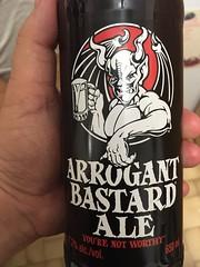 Beersperiment: Arrogant Bastard Ale (USA) @Halyma 3*. Me: 2*
