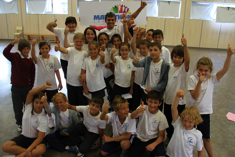 José Carlos Hernández inspires the kids at CEIP Costa Teguise to put on their running shoes