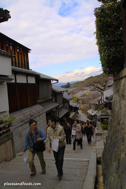 kiyomizuzaka road