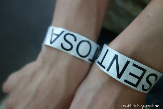 couple wrist tags featuring sentosa