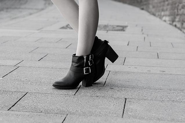 Bare Black 04