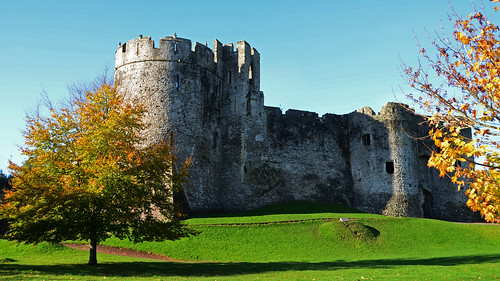 uk greatbritain autumn castle heritage history wales nikon britain historic chepstow listed wye wyevalley gatehouse listedbuilding riverwye chepstowcastle englishheritage gradei cadw nikkor18200mm gradeilistedbuilding martenstower grade1listedbuildings greatgatehouse nikond7000 britishlistedbuildings