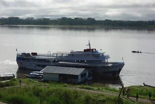 Barco atracado no Rio Amazonas Brasil