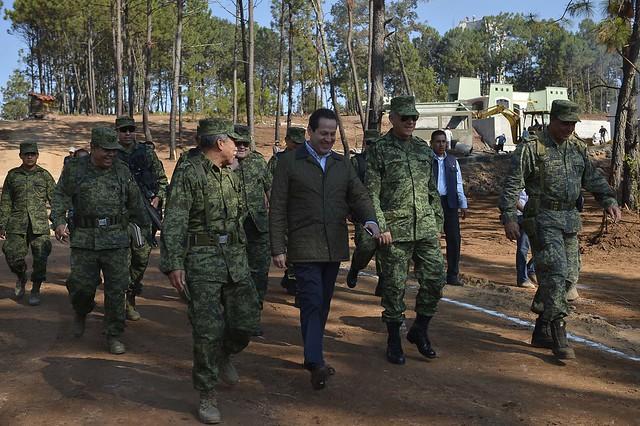 Eruviel Ávila - Supervisando la construcción de la Base Militar de Infantería...