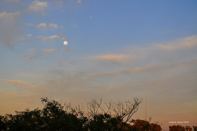 Luna llena en un día caliente