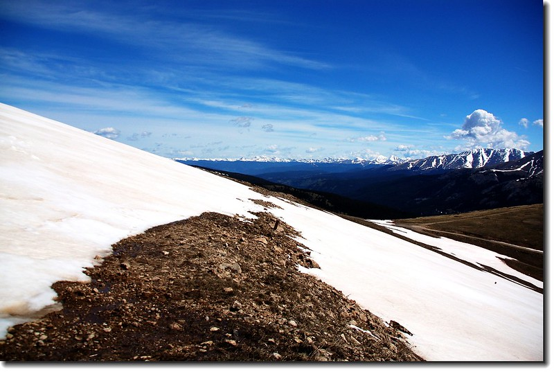 Snowfield and mountains that in the distance
