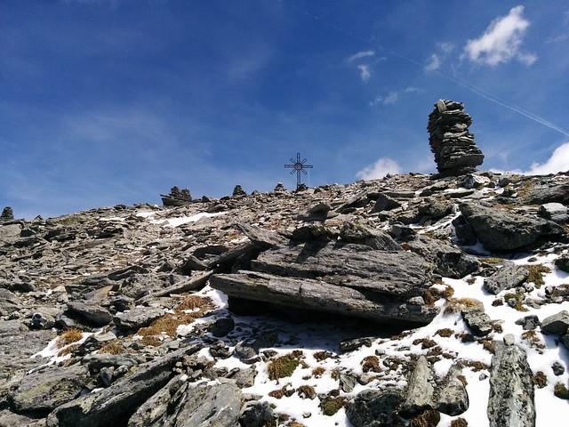 Gipfel Großer Moosstock mit Gipfelkreuz und Steinmännchen