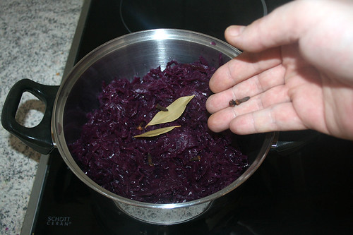 50 - Nelken & Lorbeerblätter dazu geben / Add cloves & bay leaves