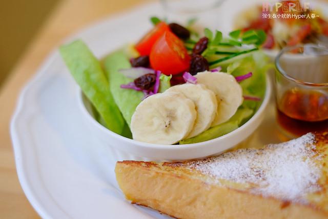 18862677571 fe2eb8a81a z - 好逗Food.Cafe.Good Dog,小清新少女風咖啡店~帕尼尼不錯吃喔!