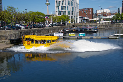 YELLOW DUCKMARINE, ALBERT DOCK, LIVERPOOL, MERSEYSIDE, ENGLAND.