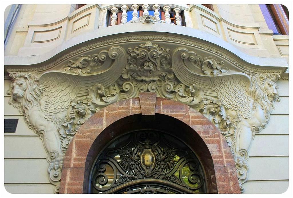 montevideo door with stone lions