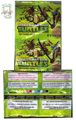 "BETTY CROCKSER :: ""Nickelodeon TEENAGE MUTANT NINJA TURTLES"" Fruit Flavored Snacks iii // ..pouch  (( 2013 ))"