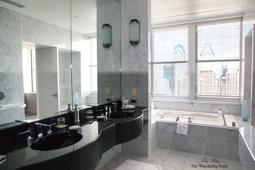 The large bathroom of the Presidential Suite