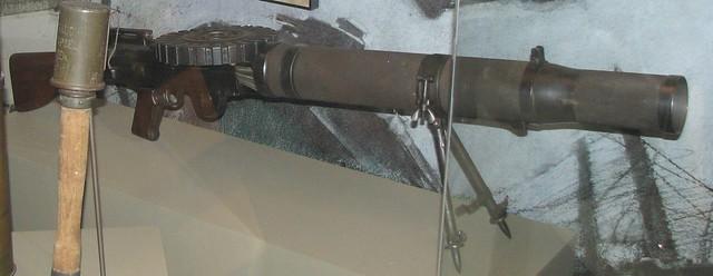 NMAH099 - WWI - British - Lewis .303 Caliber Mk VI Light Machine Gun - 1913