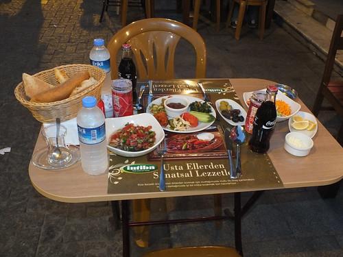Terített asztal