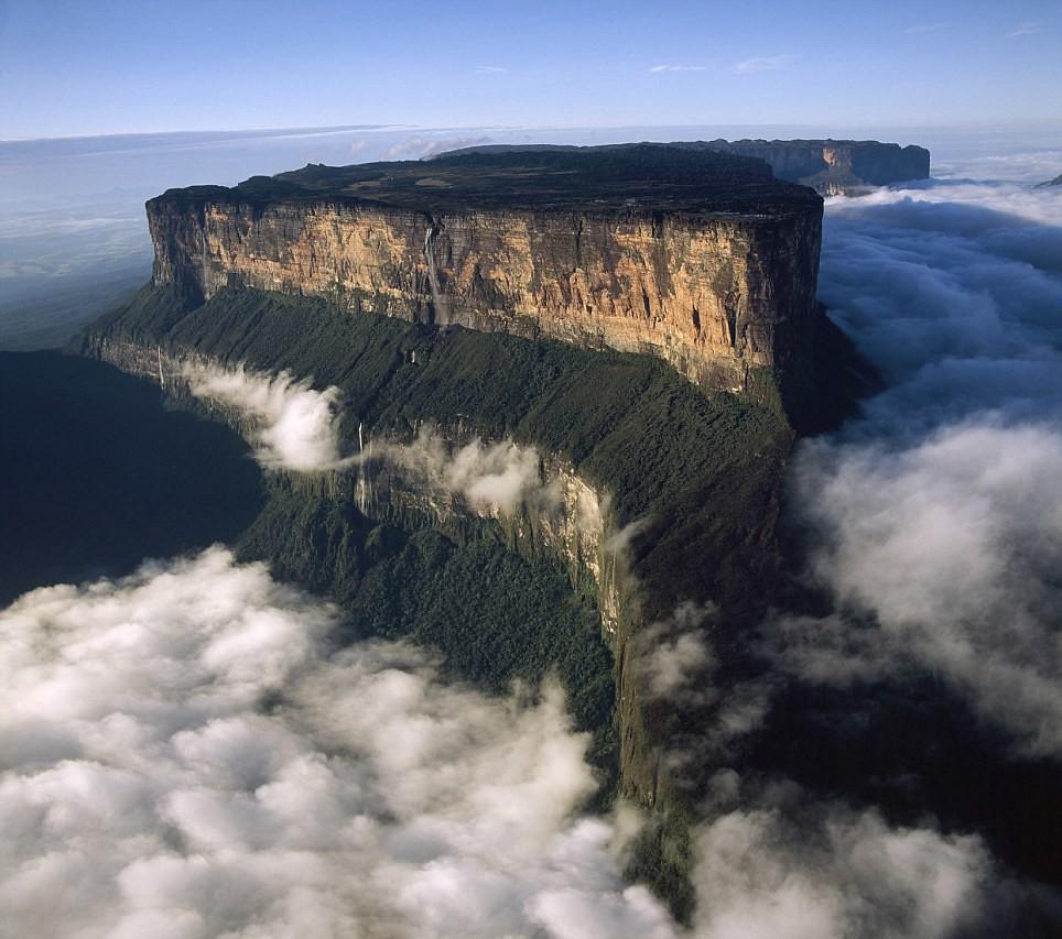 上空から眺めたロライマ山