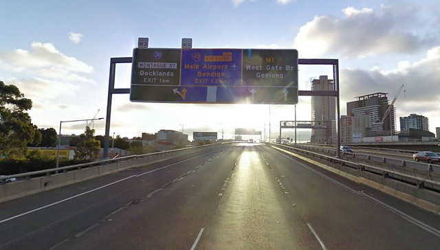M1 Westbound signage - only two lanes through to west