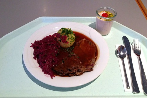 Sauerbraten mit Blaukraut & Kartoffelknödel / Marinated pot roast (sauerbraten) with red cabbage & dumpling