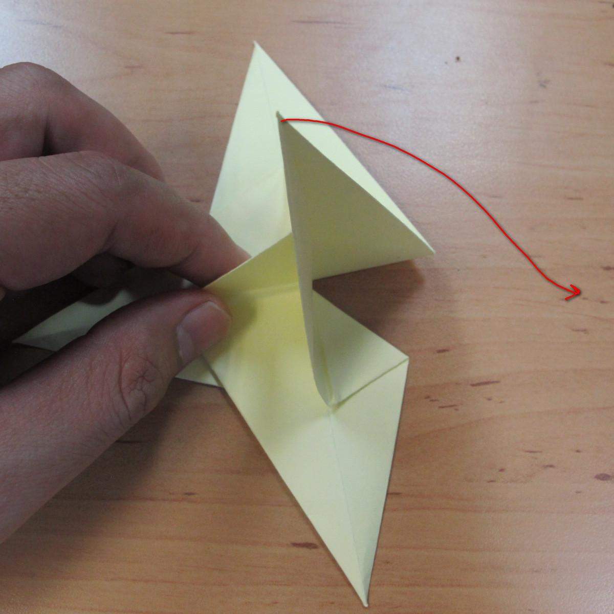วิธีพับกระดาษเป็นดอกกุหลายแบบเกลียว 027