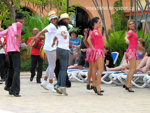 Cuba day dance troop