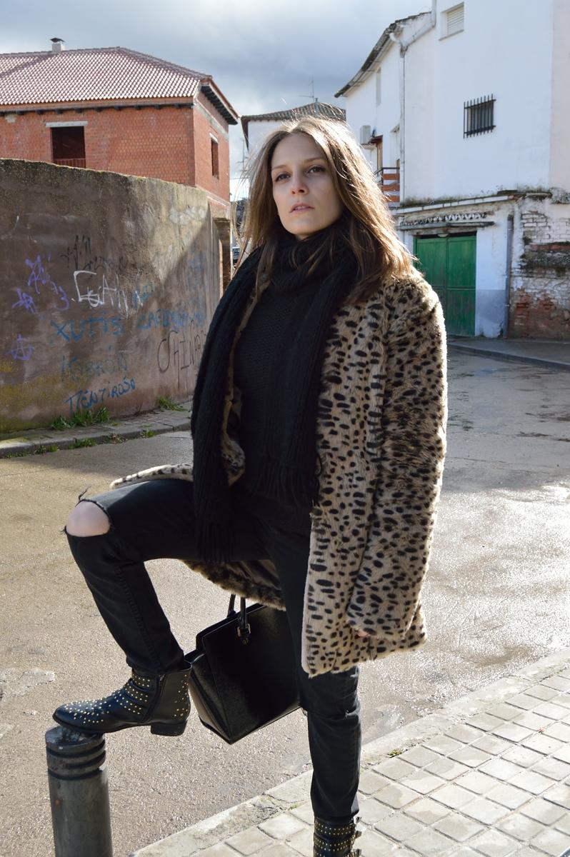 lara-vazquez-madlula-blog-fashion-leopard-coat-studs-booties