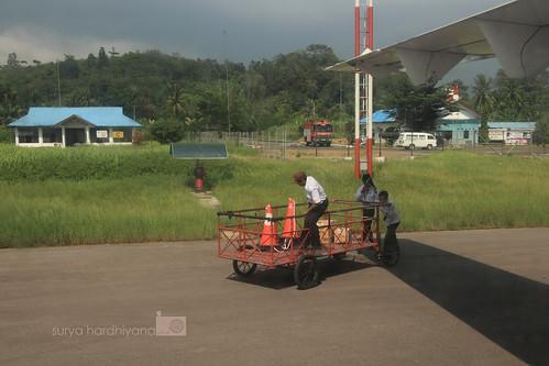 Petugas Bagasi di Bandara Sibolga