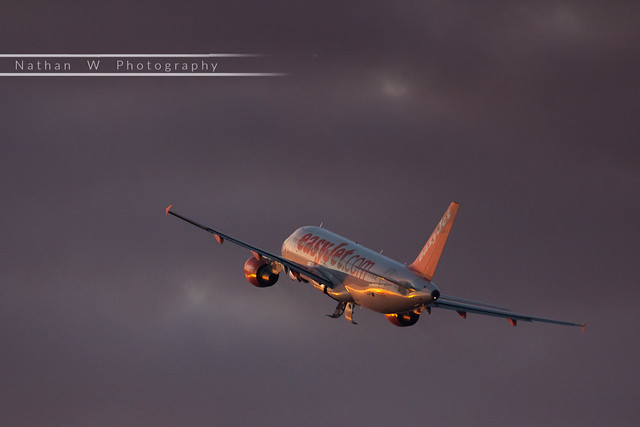 LIL - Airbus A320-214 (G-EZUF) EasyJet