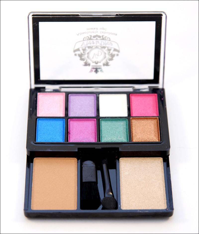 Viva la Diva Makeup kit eyes-face & cheek 32(1)