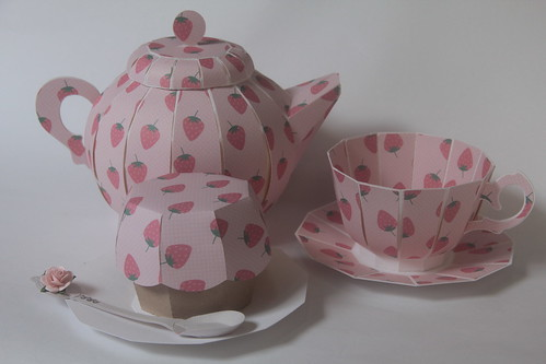 Strawberry Tea Pot and cupcake