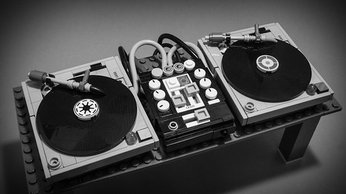 Lego-Turntables-4