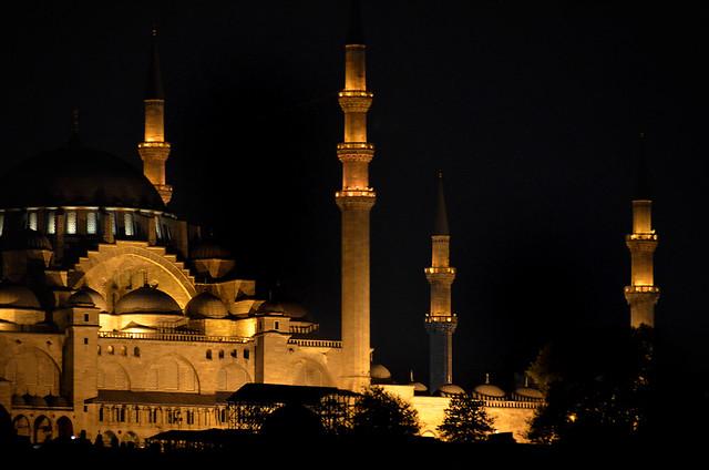 Mezquitas en la noche de Estambul