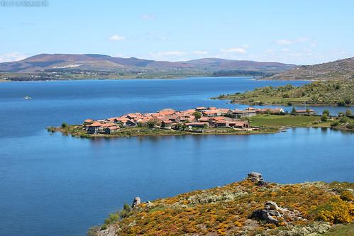 Uma aldeia entre a água e a serra
