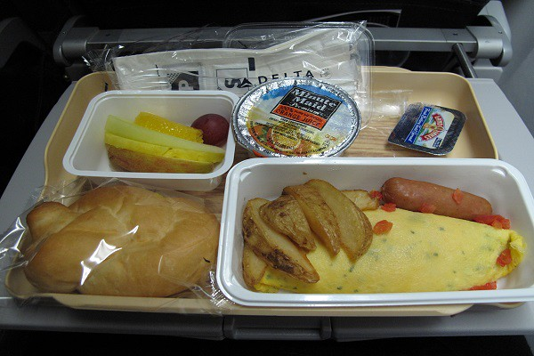 delta.airways.inflight.food.2