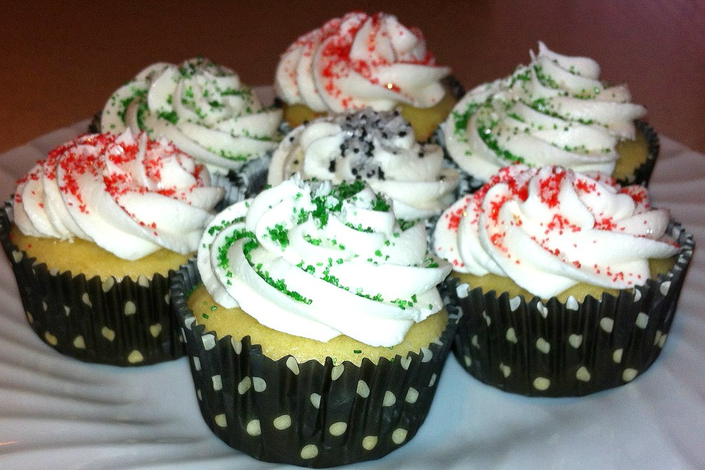 Christmas Cupcakes - dots