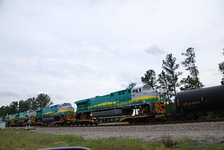 New GE locomotives transported on flat cars for export